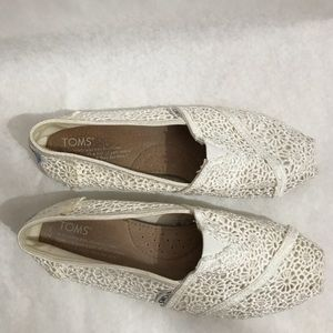 Toms Pearl White Lace Flat Size W7 Gently Used